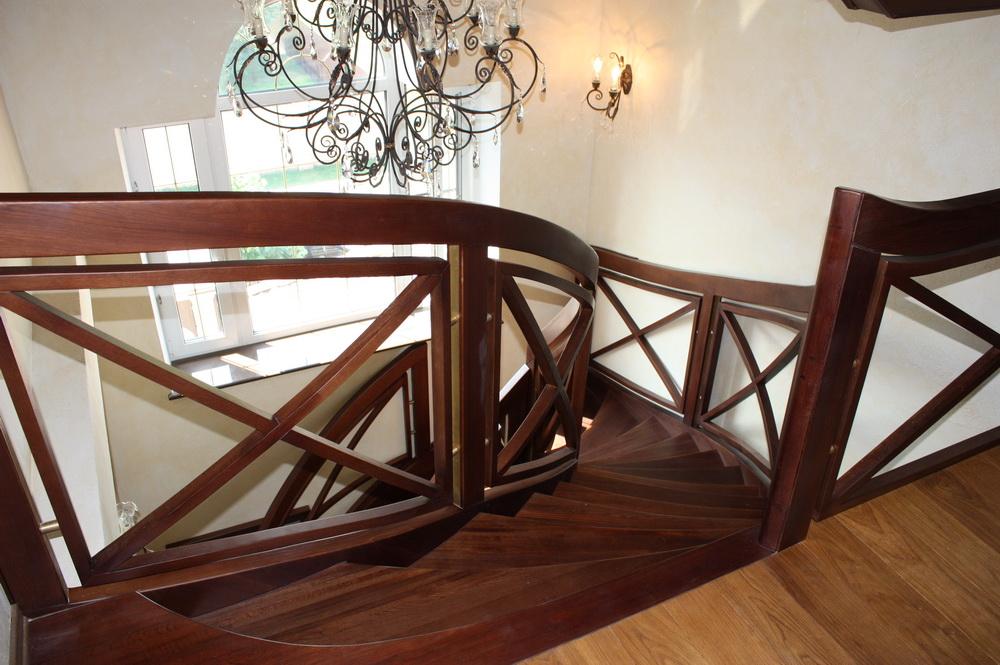 лестницы со сложным изгибом из массива - Свой Мастер