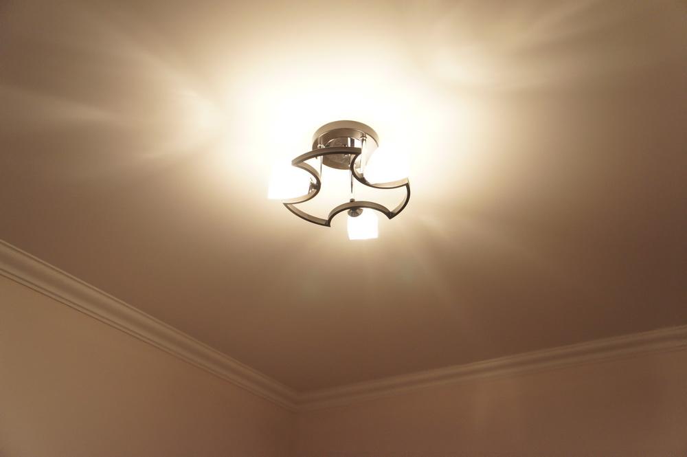 монтаж и подключение люстры, ремонт в детской комнате - Свой Мастер
