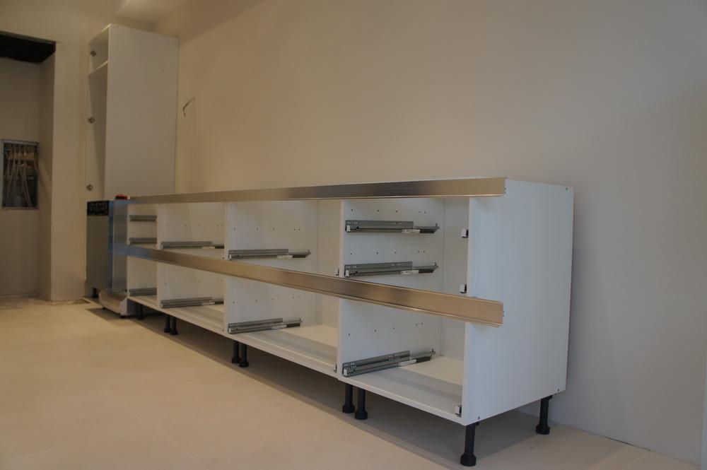 установка нижних корпусов кухни - Свой Мастер