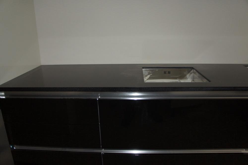 монтаж каменной столешницы в кухне - Свой Мастер
