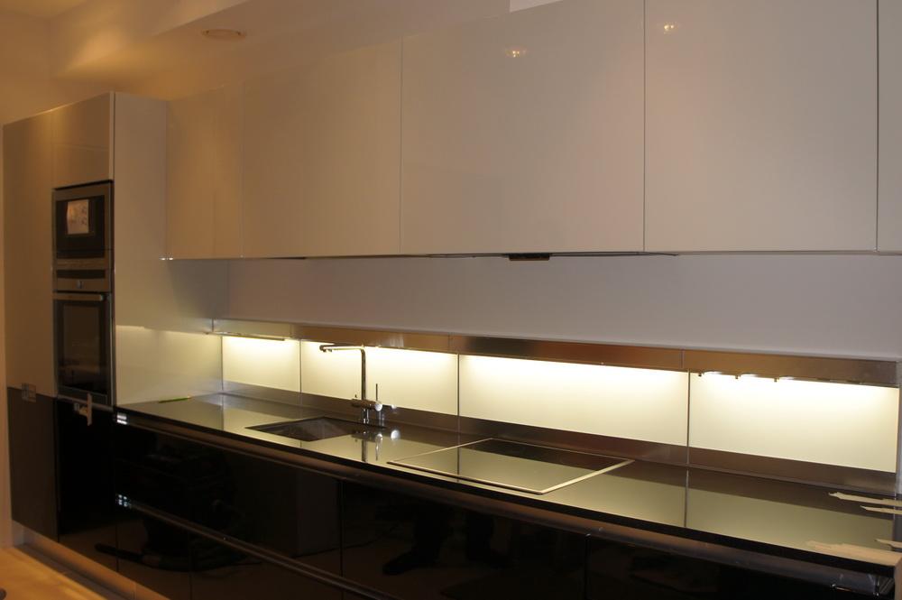 установка стеновой панели с подсветкой (фартук) - Свой Мастер